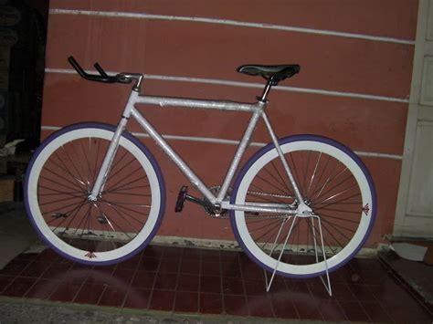 Sepeda Fixie Warna Merah Maroon lapak laris manis