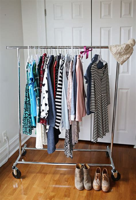Capsule Closet organize your closet with a capsule wardrobe