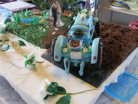 Hochzeitstorte Traktor by Magdas Sugar Land