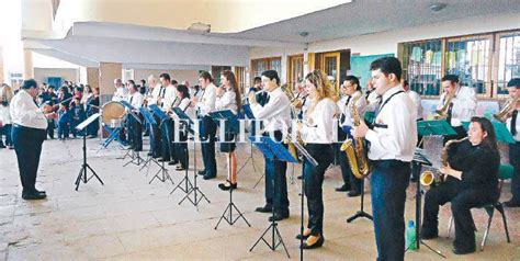 Resumen Y La Banda Siguio Tocando by Y La Banda Sigui 243 Tocando Revista Nosotros El