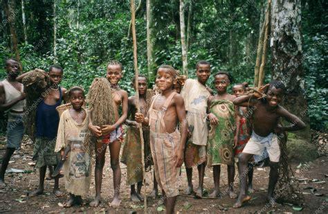 Net hunting with Pygmies | dzanga-sangha.org