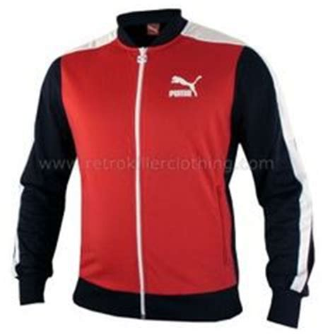 Jaket Hoodie Waterproof Eleganter Nike T1310 1 features padding throughout for warmth and fleece lining to neck and two side zip