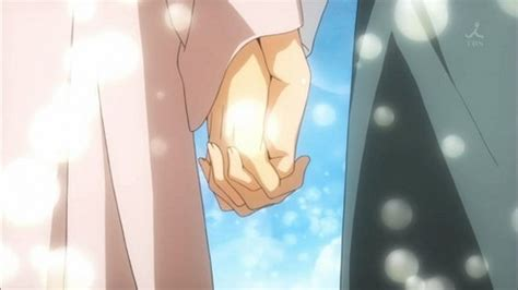 anime couple holding hands post a pic of an anime couple holding hands anime