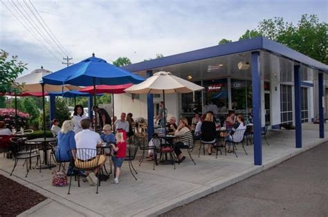 puckett boat house 10 must try patios this weekend williamson source