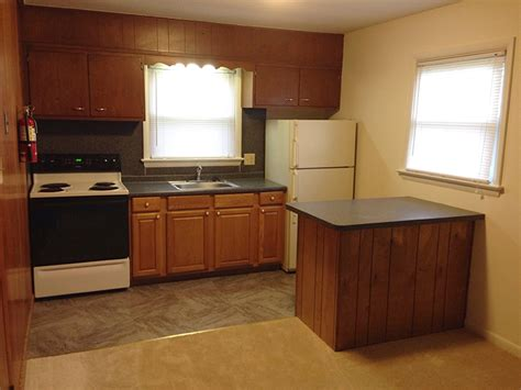 efficient kitchen layouts varyhomedesign com efficiency kitchen top beach bum efficiency kitchen with