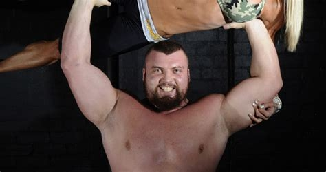 world s strongest man bench press uk strongman eddie hall my younger self would think i