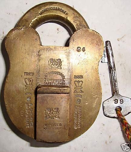 go antiques antique unique padlock no space for the lever to go
