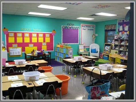 tata ruang kelas yang menyenangkan ruang kelas yang kreatif permainan warna cerah untuk ruang