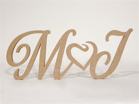 imagenes de corazones con iniciales letras de mdf unidas por corazon bodas amor iniciales