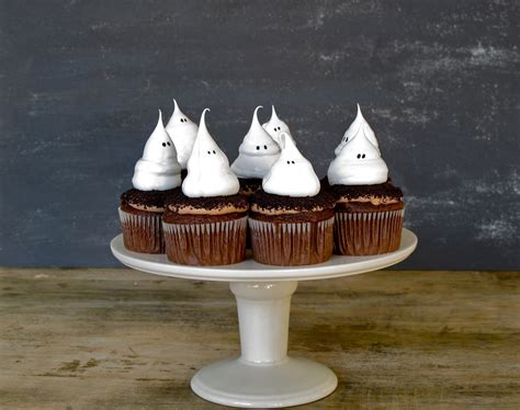 halloween cupcakes jenny steffens hobick halloween cupcakes ghost meringue