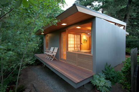 Small remote Guest House/Studio   Contemporary   Deck