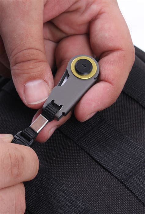 knife that opens when pulled from pocket coat jacket zipper pull folding mini pocket travel