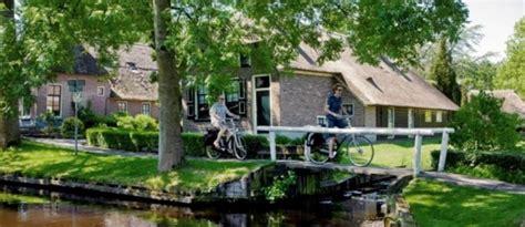 weerribben bootje huren giethoorn het hollands veneti 235 in noordwest overijssel