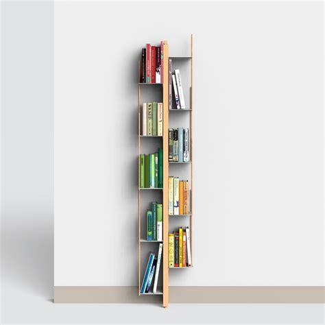 libreria verticale a parete in massello di faggio
