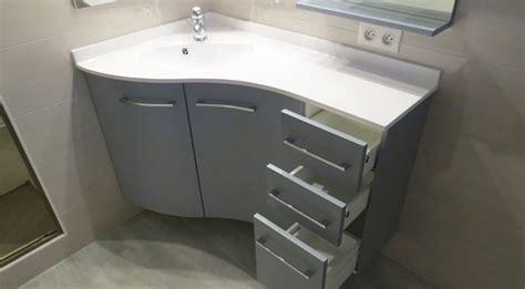 meuble angle salle de bain un meuble version triangle pour s adapter aux coins de la salle de bain atlantic bain
