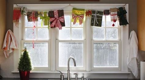 55 awesome christmas windows 55 awesome window d 233 cor ideas digsdigs
