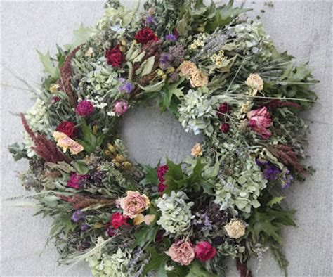 From The Summer S Garden Maintain Your Dried Flower Wreath From The Garden Dried Flowers