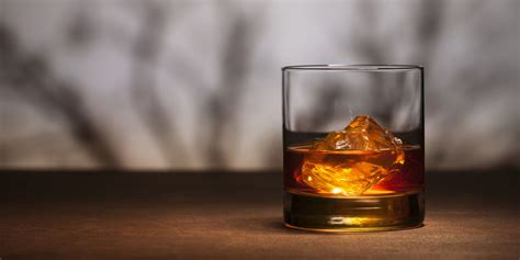 whiskey cocktail 8 best irish whiskeys and whiskey cocktail recipes of 2017