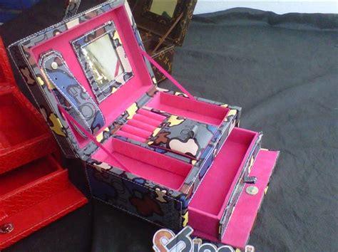Kotak Perhiasan Box Kosmetik Dan Make Up Recomended jewelry box kotak perhiasan 12 jogja handycraft suplier kerajinan kulit sintetis yogyakarta