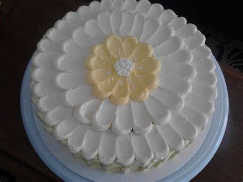 easy cake decorating at home beautiful and easy cake decorating create a flower with