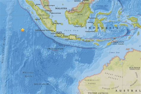 earthquake live indonesia reports of deaths after 7 9 quake hits off indonesia