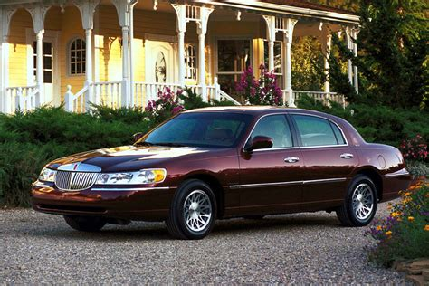 photo1 jpg picture of lincoln 2001 lincoln town car overview cars
