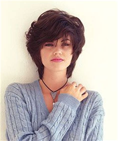hairstyle for square face heavy hair model with square face with heavy bangs in shaggy