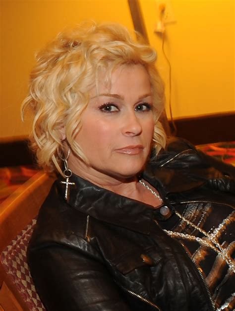 lori morgan hairstyles lorrie morgan in lorrie morgan introduces her son jesse