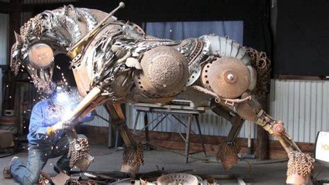 Patung Kuda Hitam Abu seniman ini sulap barang bekas jadi patung kuda yang menawan lifestyle liputan6