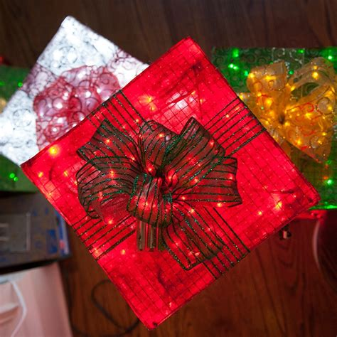 how to make a wire christmas gift box on pinterest chicken wire frame lighted gift boxes