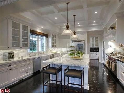 famous kitchens best 25 celebrity kitchens ideas only on pinterest
