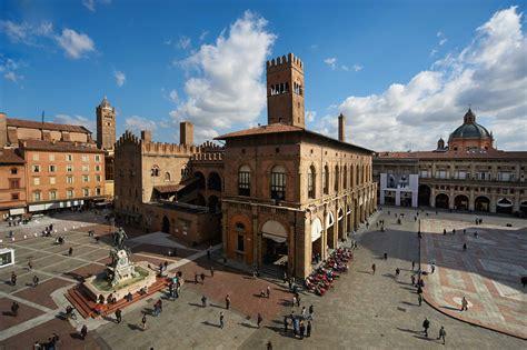 a bologna bologna cosa vedere d estate tre tappe tra mercati e musei