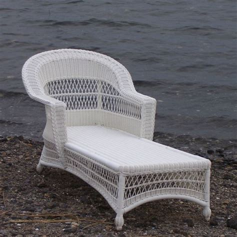 white wicker chaise lounge chaise lounges wicker and lounge design on pinterest