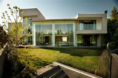 compromising modern home in mexico casa lc mexico city