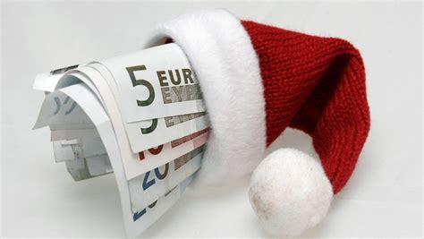 weihnachtsgeld wann bekommt das gut f 252 r den handel jeder zweite bekommt weihnachtsgeld