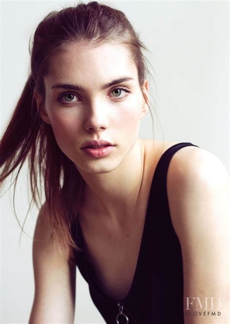 Model Elise