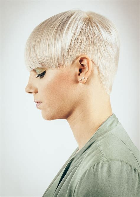 hairstyle   short sides     wide long