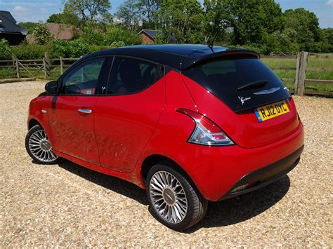 small cars black driven chrysler ypsilon black red 0 9 twinair wayne s