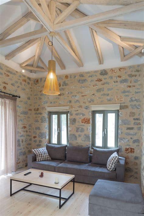 plafond poutre apparente plafond poutre apparente pour apporter une touche rustique