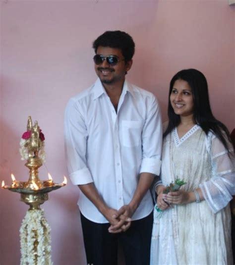 tamil actor vijay family hd photos actor vijay family pictures vijay