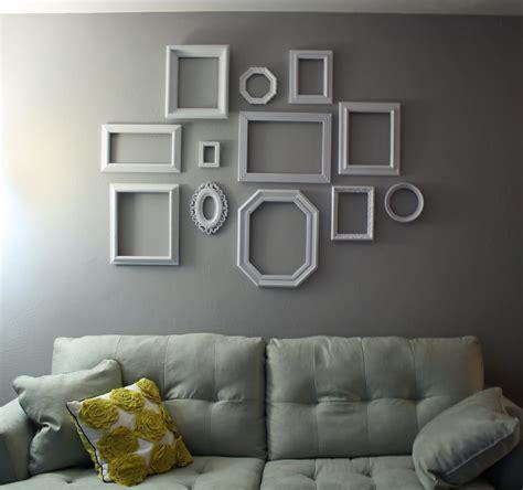 طرق فن تعليق البراويز الفريمات على الجدار افكار وامثلة