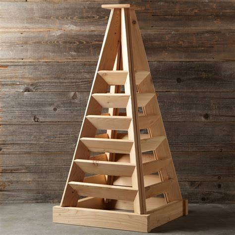 Wooden Pyramid Planter by Pyramid Shaped Cedar Garden Planter So That S Cool