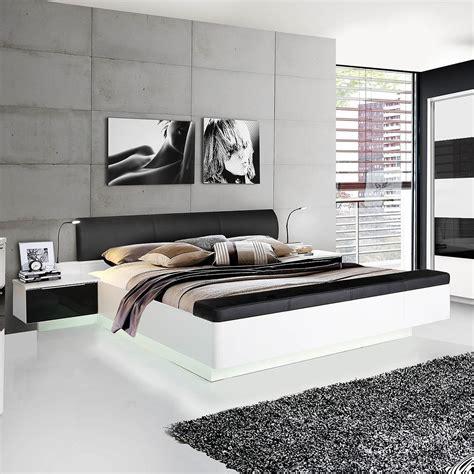 bett weiß brombeer farbe f 252 r schlafzimmer