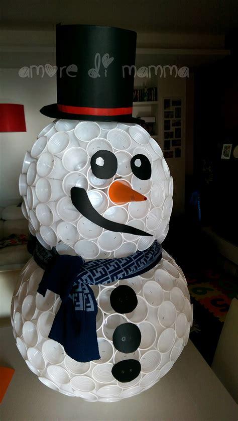 come realizzare un pupazzo di neve con bicchieri di plastica pupazzo di neve con bicchieri di plastica di mamma
