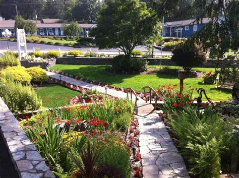 Azalea Garden Inn Blowing Rock Nc The Azalea S Landscaping Picture Of Azalea Garden Inn
