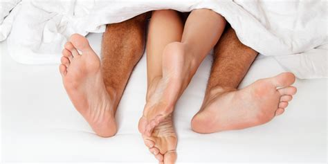 sexuality man and woman in bedroom 모닝 섹스 해보셨나요 김경