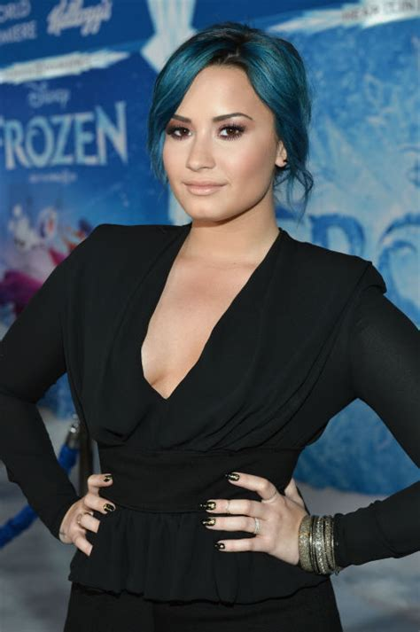 demi lovato song in frozen disney s frozen premiere with neil patrick harris