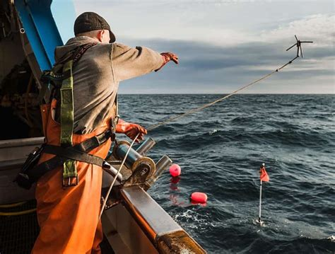 fishing boat jobs iceland 10 of the most dangerous jobs we take for granted page 5