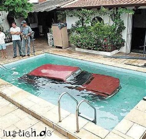 Pool Auto by Auto Im Pool Bild Lustich De