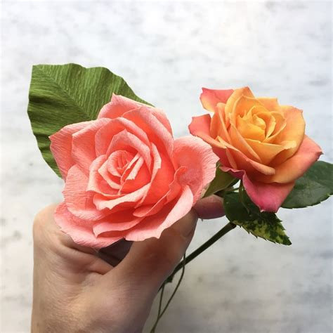 How To Make Realistic Paper Flowers - artist crafts incredibly realistic flowers out of
